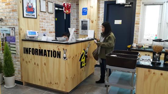 Moon's Hostel: information/reception