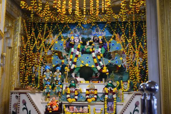 ISKCON Jaipur, Sri Sri Giridhari Dauji Temple: Idol