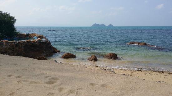 Chills Resort: Private beach!