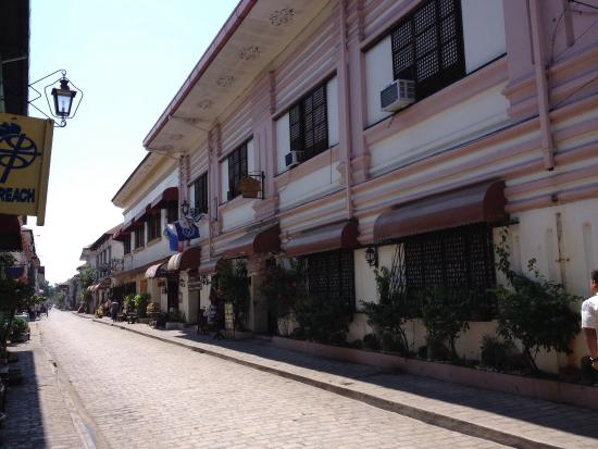Cordillera Inn: High Noon at Calle Crisologo