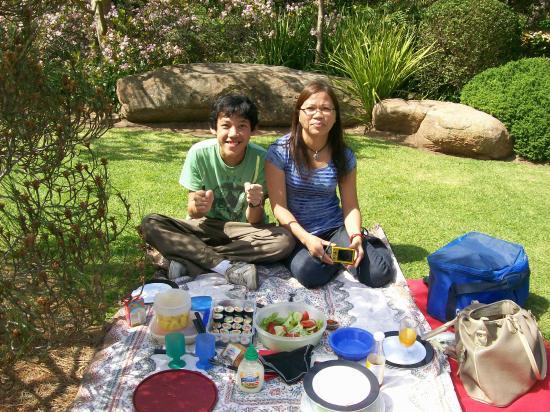 Himeji Garden: Sushi picnic in a Japanese garden
