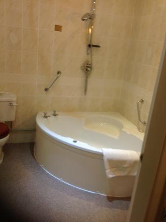 Best Western Oaklands Hall Hotel: Rm 52 Bathroom