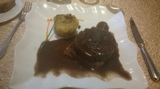 Auberge de la truffe: Lièvre a la royale (avec la sauce aux truffes et la farce au sang). Rare.