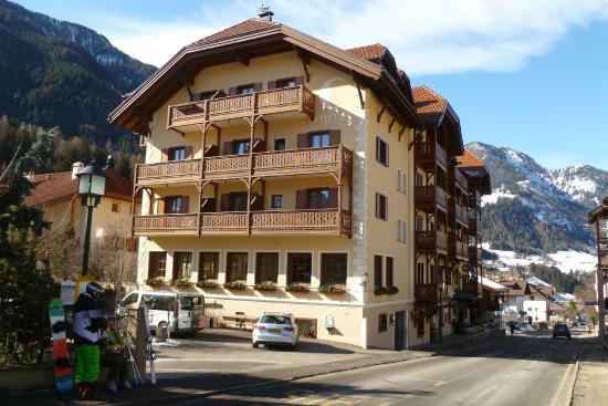 Hotel Luna Mondschein: Hotel side view