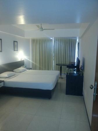 FabHotel Savoy Suites Mumbai Airport : room