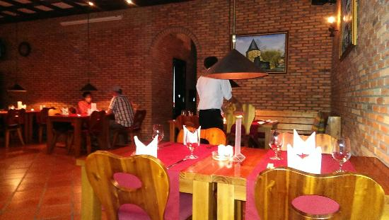 Ratinger Löwe : Ресторан, зал внутри