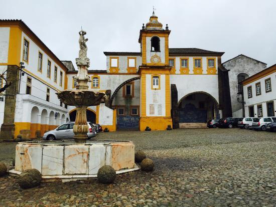 Igreja de Sao Bernardo - Compreendendo o Tumulo de D. Jorge de Melo