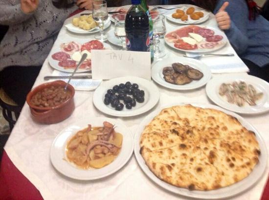 San Tammaro, Italië: Il mitico antipasto!
