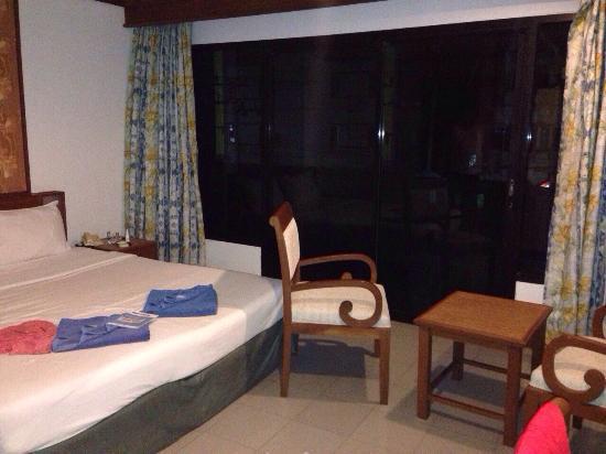 Rattana Beach Hotel: Номер