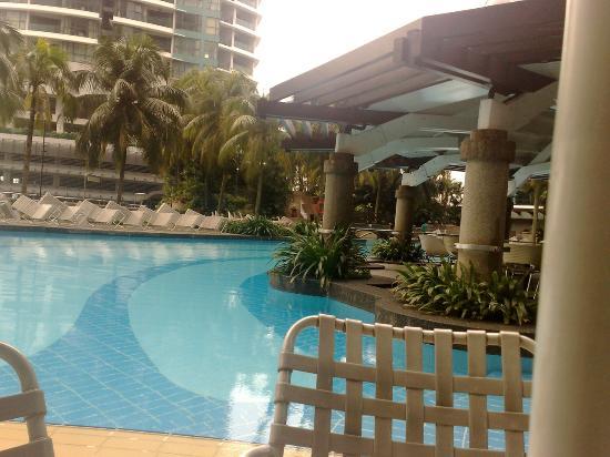 Piscine picture of renaissance kuala lumpur hotel kuala for Renaissance piscine