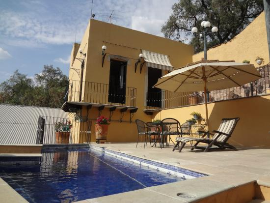 Quinta Las Acacias: The little pool, room beyond