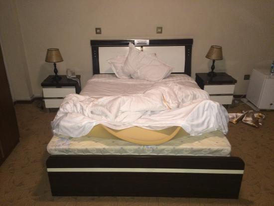 Hotel de Leopol International: Foam on Mattress of bed