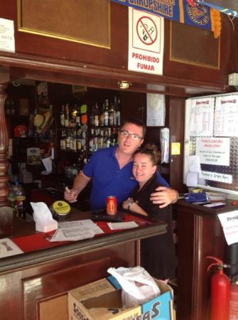 Fosters Irish Bar: joe & mags