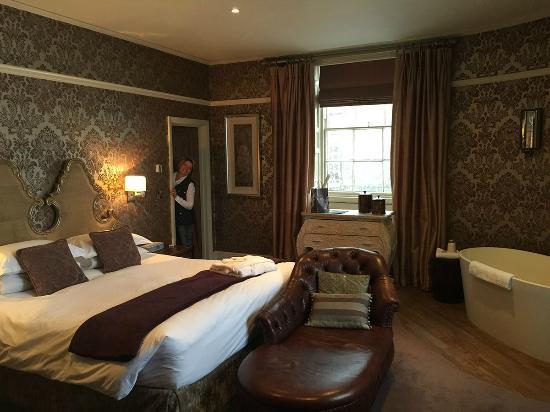 Royal Hotel : Room 4 with corner bath