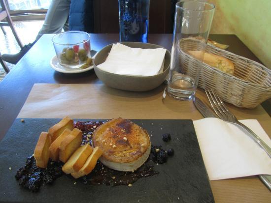 Almiranta tapas-Restaurante : formaggio caprino alla piastra con marmellate