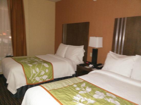 Fairfield Inn & Suites San Francisco Airport: Bedroom