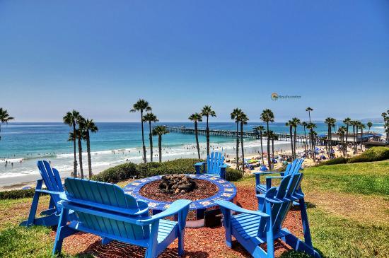Beachcomber Inn: View from outside room