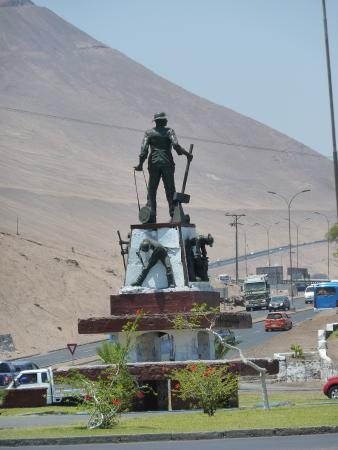 Monumento Al Pampino Salitrero