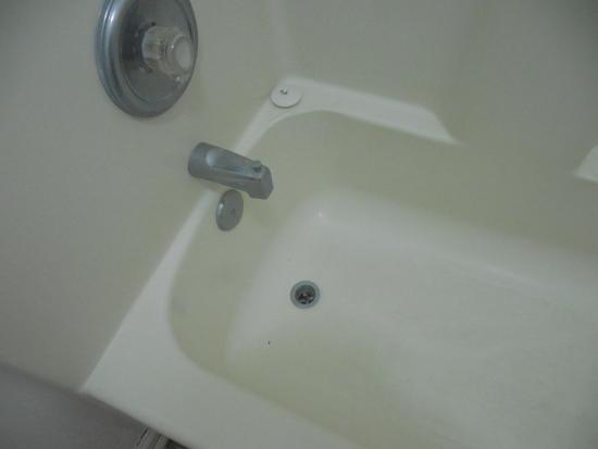 Ashley Lodge: no drain plug in tub