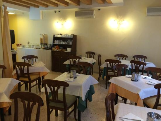 Hotel Antigo Trovatore: Помещение для завтрака