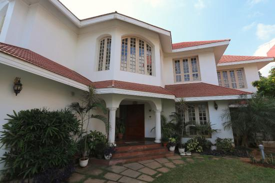 Pleasant Stay Guest House: The main entrance