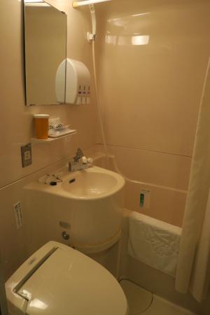 Apa Hotel Nagasaki Ekimae: Tiny but functional plastic moulded toilet