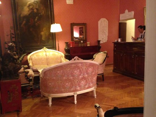 Residenza Frattina: Área social próximo ao restaurante