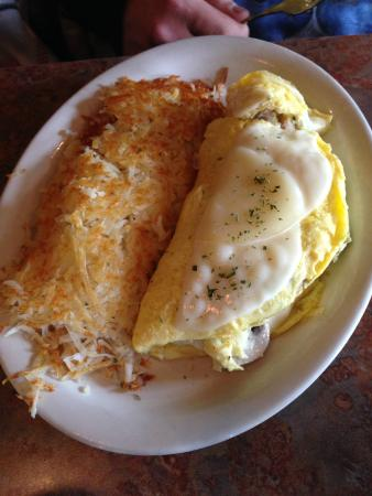 Lightship Restaurant: Sausage, cheese mushroom omelette with hashbrowns