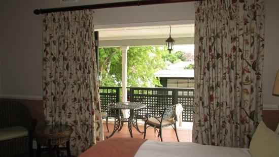 Chelsea Villa Guest House: View from bedroom onto balcony