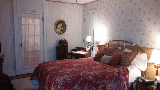 Red Forest Bed and Breakfast: Winnie's Room