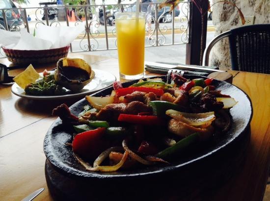 Paprika Mexican & Caribbean Cuisine: fajitas