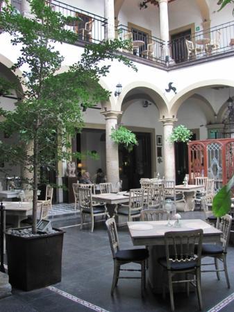 Casa Pedro Loza: Courtyard dining area