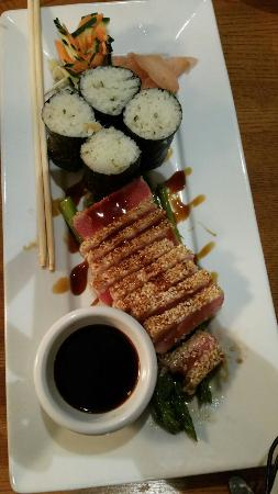 Scargo Cafe: Yellowfin Ahi Tuna with Wasabi and a sesame dipping sauce