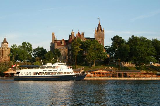 Rockport Cruises arriving at Boldt Castle