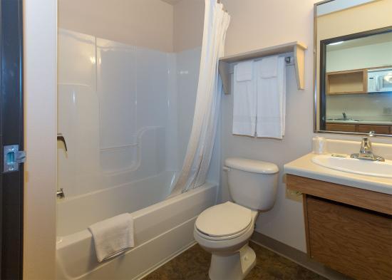 Value Place Abilene: Bathroom