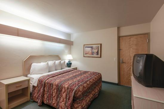 River Canyon Lodge Inn and Suites: Guestroom #2 in Suite