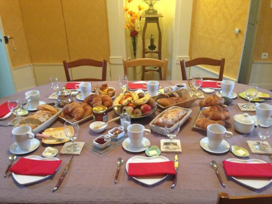 Domaine les Bertrands : Petit déjeuner copieux