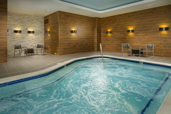 Downtown Nashville Hotel With Jacuzzi In Room