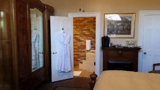 The Old Brick Inn: French Country room
