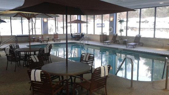Hampton Inn Boston/Marlborough : Pool Area