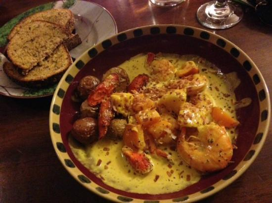 Stella's Mountain Inn: The curried prawn dish was wonderfully made although a little pricy.