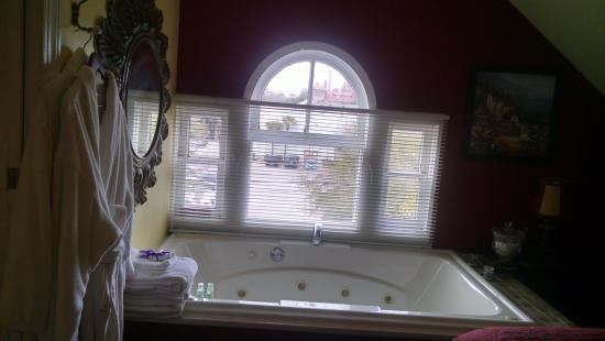 Penny Farthing Inn: Love the jetted tub!