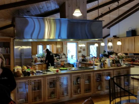 Northern Lights Bed and Breakfast: Kitchen and Dining area