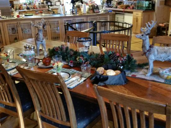 Northern Lights Bed and Breakfast: The Breakfast Table