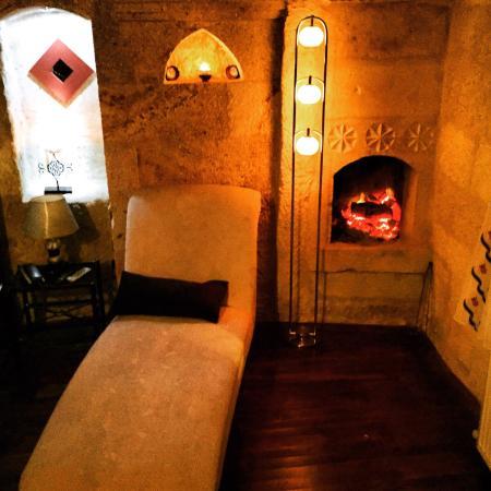 Cappadocia Castle Cave Hotel: Şömineli suit