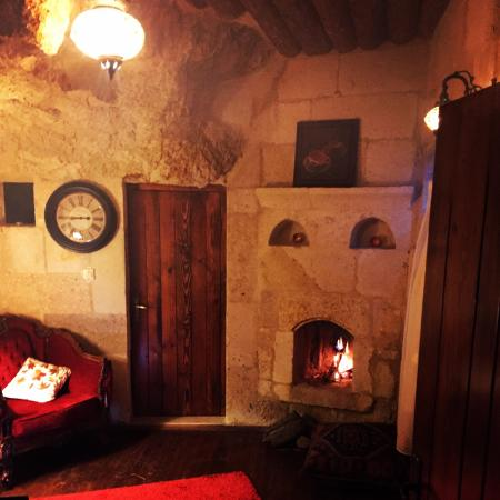 Cappadocia Castle Cave Hotel: Şömineli süit
