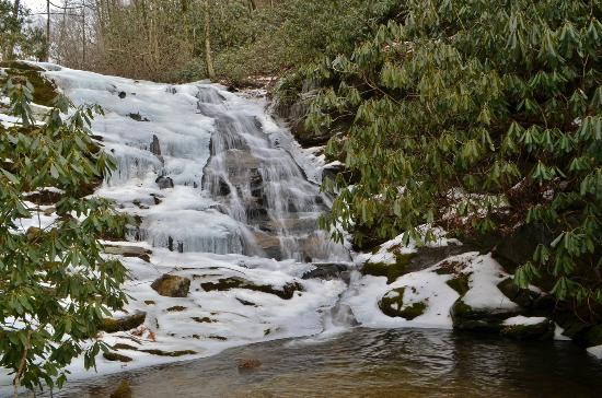Rosman, Carolina del Norte: Upper Waterfall on Courthouse Creek