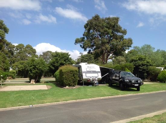 Bairnsdale Holiday Park: Very neat and tidy park.