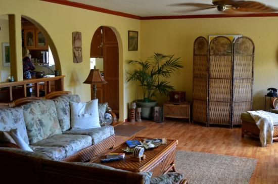 Coconut Cottage Bed & Breakfast : inside home