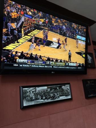Drum Room: Small, cozy hotel bar with college hoops on the TVs. If only the service was more attentive.